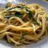 Spaghetti aglio, olio e asparagi con soffritto all'acqua