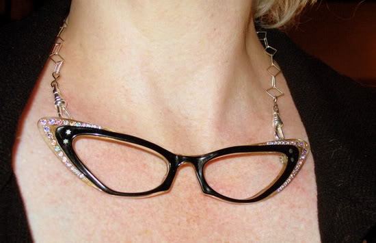 cool_ways_to_upcycle_old_eye_glasses_01.jpg