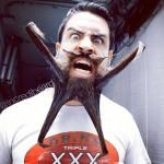 Hipster uomo barba pazza