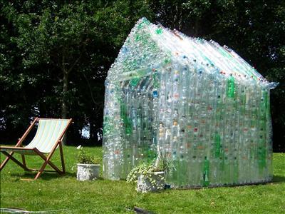 La_serra_di_bottiglie_di_plastica