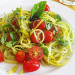 Ricetta_come_preparare_la_pasta_con_le_zucchine_e_pomodorini