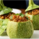 Ricette_di_cucina_vegetariana_zucchine_tonde_ripiene_di_ceci_e_mandorle_tostate