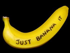 """UTILIZZARE LA BUCCIA DI BANANA PER SBIANCARE I DENTI  - Per ottenere un buon risultato strofinare per 2 minuti l'interno di una striscia della buccia di banana sulla superficie dei denti ogni notte prima di lavarli. Cercate di ripetere l'operazione per due settimane o più.br /\n"""" / span style="""